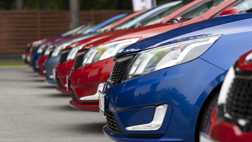 Автомобили в России подорожали на 18%