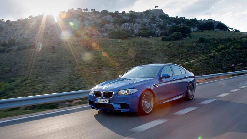 BMW отзывает свои спорткары из-за проблем с карданом