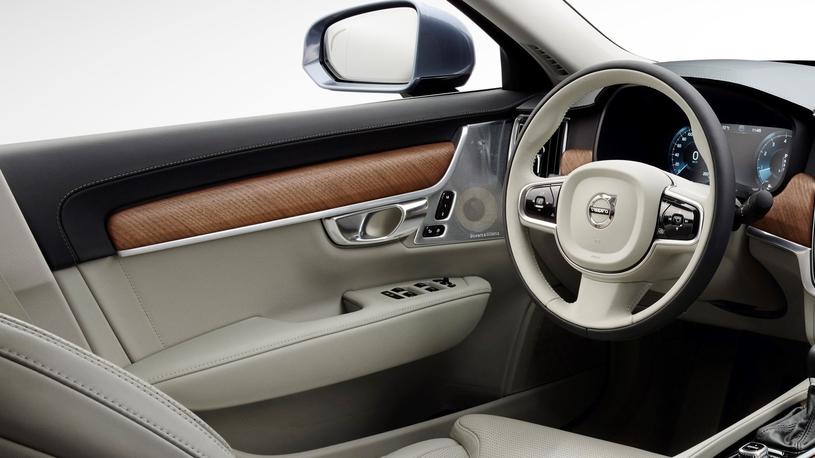 Посчитали-прослезились: кожаная обивка дверей Volvo XC90