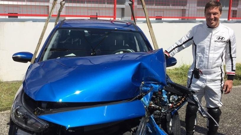 Компания Hyundai устроила краш-тест с живым человеком вместо манекена