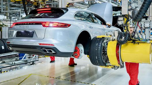 Стартовало производство нового суперуниверсала от Porsche