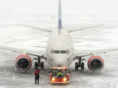 Снегопад парализовал авиасообщение в США