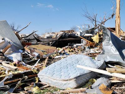 В США торнадо унесли жизни 18 человек