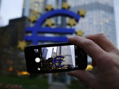 ЕЦБ угрожает прекратить финансировать банки Греции