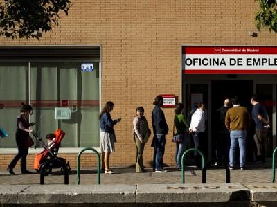 Безработица в Испании упала до минимума 2011 года