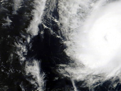 """325 км/ч: """"Патрисия"""" стала самым мощным ураганом"""