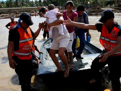 """В Мексике эвакуируют 50 тысяч человек из-за приближения урагана """"Патрисия"""""""