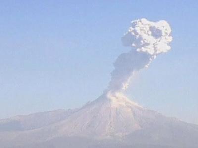 В Мексике разбушевались сразу два вулкана