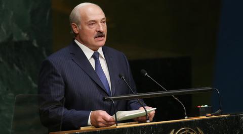 Лукашенко: под лозунгом прав человека в обществе насаждаются хаос и анархия