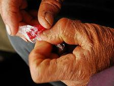 Болезнь Паркинсона — это прогрессирующее заболевание нервной системы, при котором отмечаются тремор, ригидность мышц и медленные, неточные движения ((фото irumge/Flickr). )