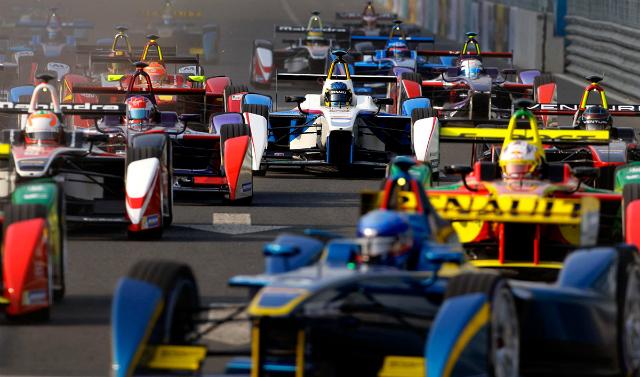 Гоночные болиды Формулы Е (фото Barry Huang/Reuters).