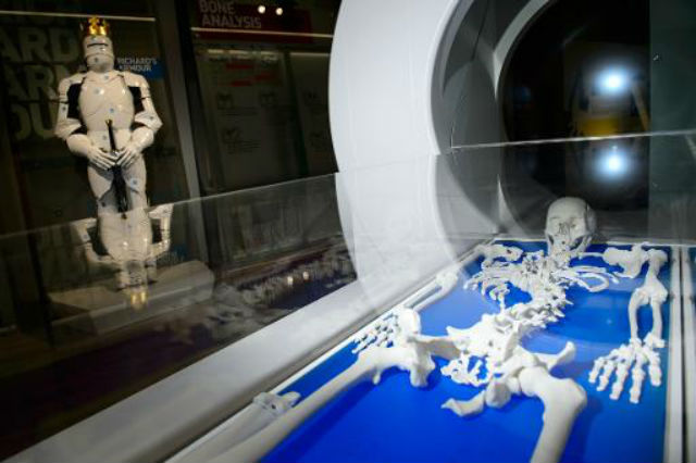 Напечатанная на 3D-принтере модель скелета монарха помогла восстановить картину его гибели (фото University of Leicester).