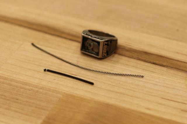 Пружинообразные катушки из сплава титана и никеля в растянутом и сжатом состоянии (фото Jose-Luis Olivares/MIT).