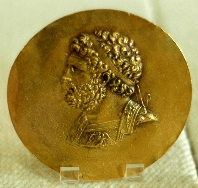 Медаль с изображением Филиппа II (фото Wikimedia Commons).