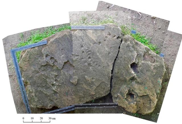 Изображение плиты в результате склейки кадров после детальной фотосъёмки (иллюстрация из журнала Archaeoastronomy and Ancient Technologies).