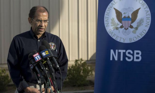Исполняющий обязанности председателя американского Национального совета по безопасности на транспорте Кристофер Харт рассказал журналистам о подробностях расследования (фото NTSB).