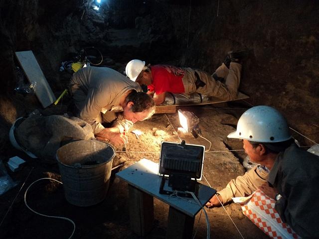 Археологи за работой (фото Proyecto Tlalocan — INAH).