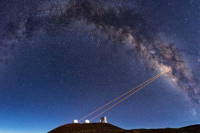 Телескоп в обсерватории Кека, который позволил астрономам понять, что G2 – может быть двойной звездой, оболочки которых оказались весьма раздутыми (фото EthanTweedie).