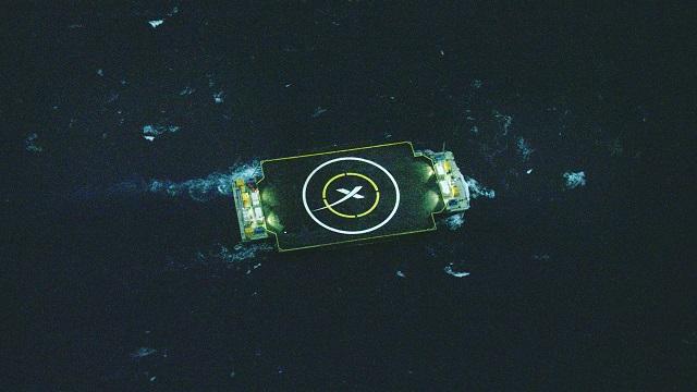 Первая ступень Falcon 9 совершила жёсткую посадку на плавучую платформу в трёхстах километрах от северо-восточного побережья Флориды (фото SpaceX).