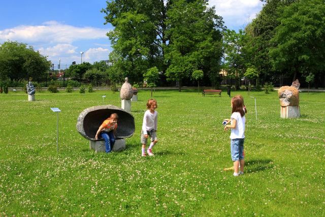 """Игры и даже уроки на свежем воздухе помогут остановить """"эпидемию"""" близорукости, полагают учёные (фото Wikimedia Commons)."""
