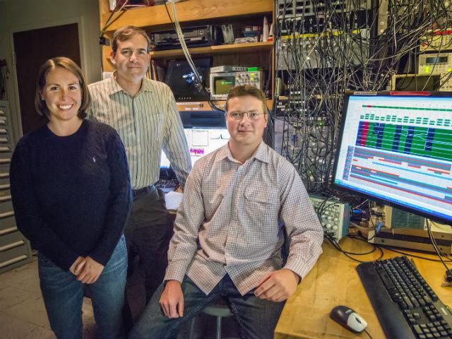 Авторы исследования в Лаборатории имени Лоуренса (фото Roy Kaltschmidt).
