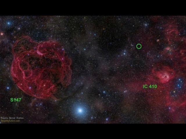 Образ неба в созвездии Возничего. Зелёным кружком отмечен всплеск между остатками сверхновой S147 и регионом звездообразования IC 410 (фото Rogelio Bernal Andreo/сайт DeepSkyColors.com).