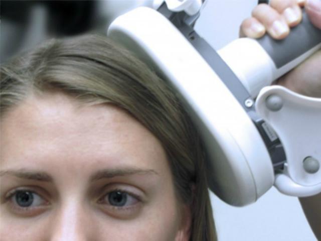 Воздействие на целевые участки мозга быстрыми электромагнитными импульсами улучшает память здоровых людей (фото Joel L. Voss).