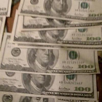 Доллар подорожал на полтора рубля, евро - на два