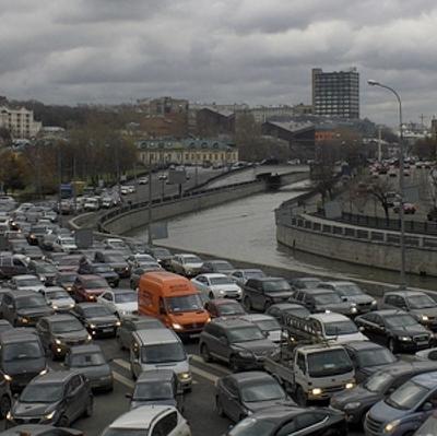 Более 90% дорог в центре Москвы перегружены