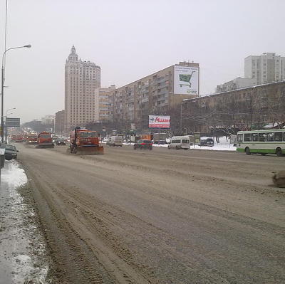 Коммунальщики устраняют последствия утренней грозы в Москве