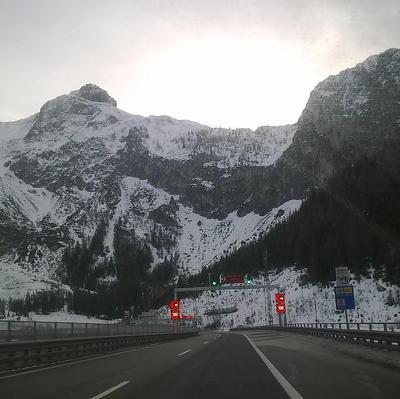 Шесть лыжников погибли в Швейцарских Альпах из-за схода лавин