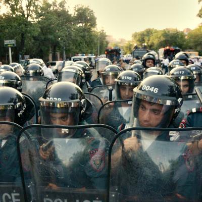 В центр Еревана стянули силы полиции