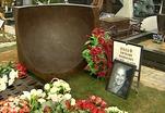 На Троекуровском кладбище открыли памятник на могиле Виталия Вульфа