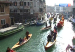 Город на воде накрыла волна праздничного веселья