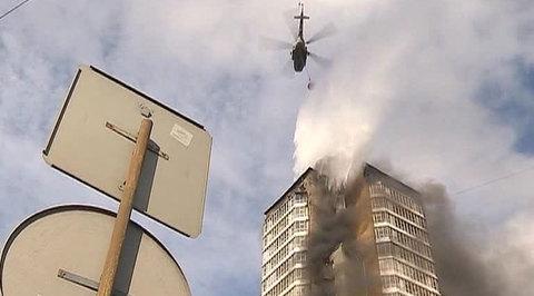Огонь полностью поглотил 25-этажку в Красноярске