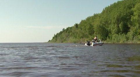 На Оби нашли привязанную к берегу лодку с шестью телами