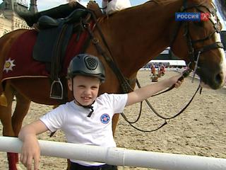 Ученики Кремлевской школы верховой езды показывают мастерство на