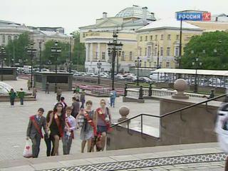 Сегодня по всей России в школах звенит последний звонок