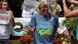 Три известные теннисистки облили ледяной водой телеведущую